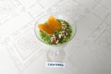Готовое блюдо: творожный десерт с фруктами и хлебцами
