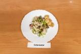 Готовое блюдо: салат ПП с фасолью и куриной грудкой