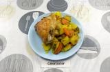 Готовое блюдо: курица с овощами в рукаве