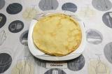 Шаг 5. Готовые блины по желанию смазать сливочным маслом.