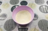 Шаг 1. Муку смешать с солью, сахаром и разрыхлителем.