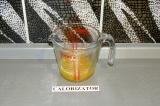 Шаг 3. Выжать сок из апельсина.