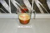 Шаг 4. Сок смешать с кофе.