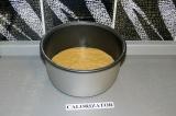 Шаг 6. Тесто выложить в чашу и поставить на режим выпечка 40 минут.