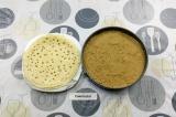 Шаг 10. Собрать блинный торт в форме или на тарелке.
