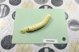 Шаг 10. Нарезать банан.