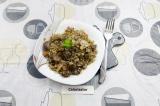 Готовое блюдо: гречка с куриными сердечками