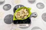 Готовое блюдо: кальмар с грибами в сметане