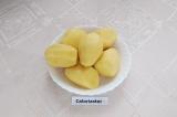 Шаг 1. Картофель помыть и почистить.