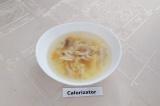 Готовое блюдо: вермишелевый суп с куриной грудкой