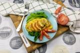 Готовое блюдо: куриная грудка с помидорами и сыром