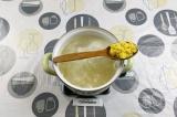 Шаг 6. Добавить картофель к крупам и варить 10 минут.