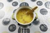 Шаг 8. Добавить шкварки с луком в суп.