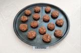 Шаг 6. Слепить небольшие печеньки и выпекать в разогретой до 190 градусов духов