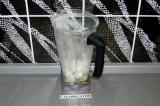 Шаг 3. Взбить блендером кабачок, сироп, молоко, уксус.