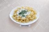 Готовое блюдо: макароны с сырным соусом