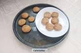 Шаг 6. Остывшее печенье переложить на тарелку.