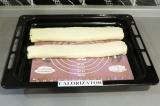 Шаг 8. Скрутить рулет и поставить в духовку при 170 градусах на 20 минут.
