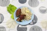 Готовое блюдо: рулет мясной фаршированный омлетом с гарниром
