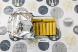 Шаг 2. Влить в форму для запекания воду, накрыть фольгой и запечь в духовке 20 м