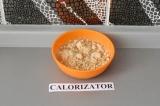 Шаг 2. Арахисовую пасту смешать с водой.