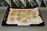 Шаг 6. Выложить печенье на противень и выпекать в духовке 20 минут при 175 град