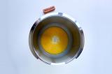 Шаг 2. Растопить половину сливочного масла (45 г) и добавить к молоку.