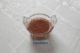 Шаг 3. Приготовить заправку: смешать приправу для мяса, соль, томатный сок и мас