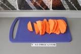 Шаг 1. Батат очистить и нарезать дольками.