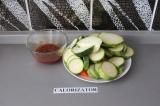 Шаг 5. Смешать овощи и соус.
