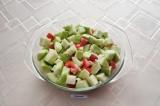 Шаг 4. В форму для запекания выложить овощи, посолить, налить масла и хорошо