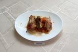 Готовое блюдо: голубцы на овощной подушке в духовке