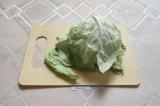 Шаг 3. Капусту помыть и отделить листья.