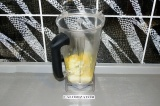 Шаг 6. Цветную капусту взбить с молоком и водой.