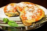 Готовое блюдо: баклажаны в томатном соусе