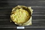 Шаг 5. Выложить тесто в форму с пергаментом.