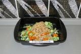 Шаг 5. Рис смешать с овощами.