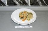 Готовое блюдо: рис с тофу и овощами