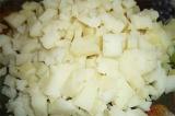 Шаг 1. Отварить картофель и порезать кубиками.