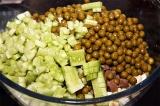 Шаг 8. Посолить, добавить зелень, горошек. Смазать майонезом перед подачей.