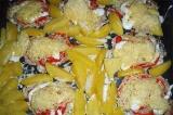 Шаг 9. Посыпать мясо тертым сыром и отправить в духовку еще на 10 минут.