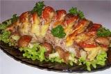 Готовое блюдо: свинина с сыром и помидорами
