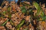Готовое блюдо: стручковая фасоль по-китайски со свининой