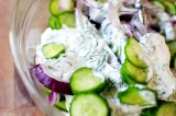 Шаг 6. Огурцы с луком заправить полученным соусом.