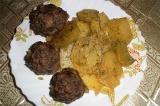 Готовое блюдо: котлеты с картошкой в мультиварке