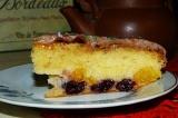 Готовое блюдо: пирог с апельсинами и вишней