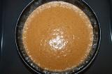 Шаг 5. Соединить смесь из желтков с белковой пеной, аккуратно вмешать муку с раз