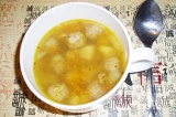 Готовое блюдо: картофельный суп с фрикадельками