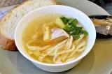 Готовое блюдо: суп с лапшой и курицей