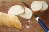Шаг 1. Хлеб нарезать.